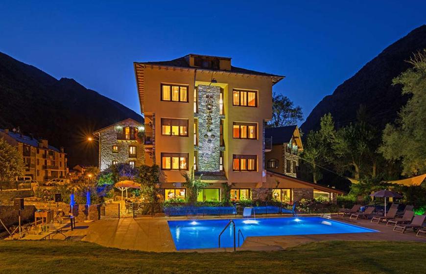Façana-Hotel-de-nit