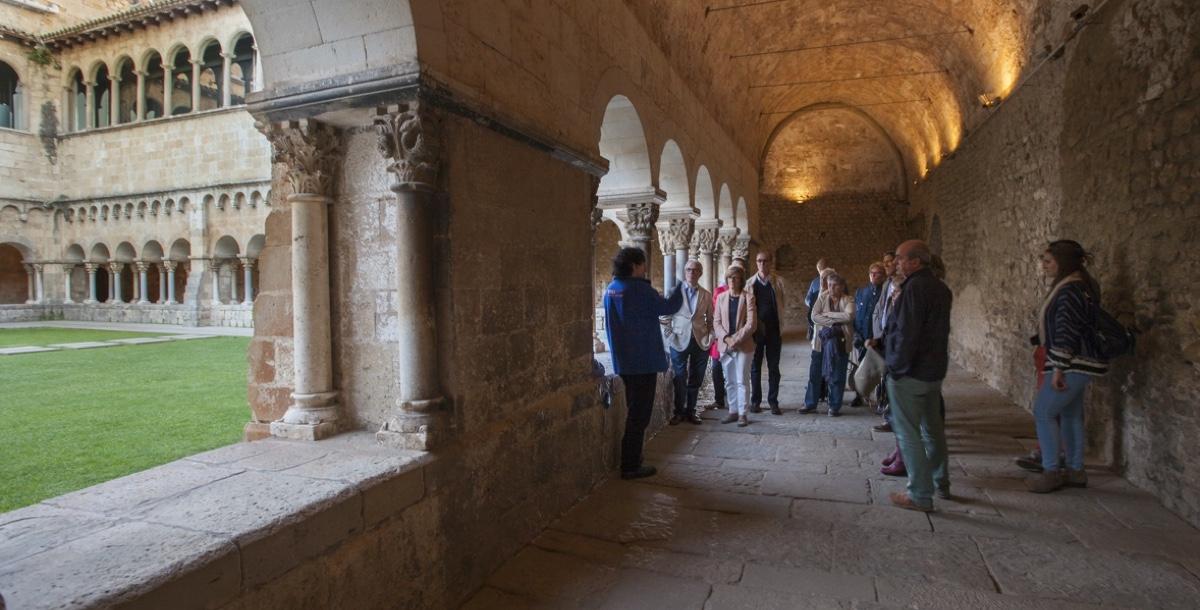 Claustre Monestir Sant Cugat. turisme Catalunya